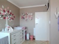 Bed Room 2 - 13 square meters of property in Mooikloof Ridge