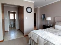 Main Bedroom - 16 square meters of property in Mooikloof Ridge