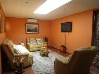 Lounges - 34 square meters of property in Kelvin
