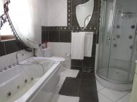 Main Bathroom - 9 square meters of property in Kelvin