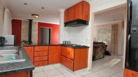 Kitchen - 11 square meters of property in Randparkrif