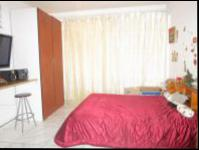 Bed Room 1 - 19 square meters of property in Florida Lake