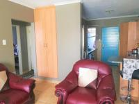 Lounges - 17 square meters of property in Castleview