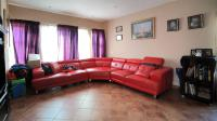 Lounges - 21 square meters of property in Kosmosdal
