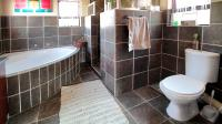 Main Bathroom - 10 square meters of property in Kosmosdal