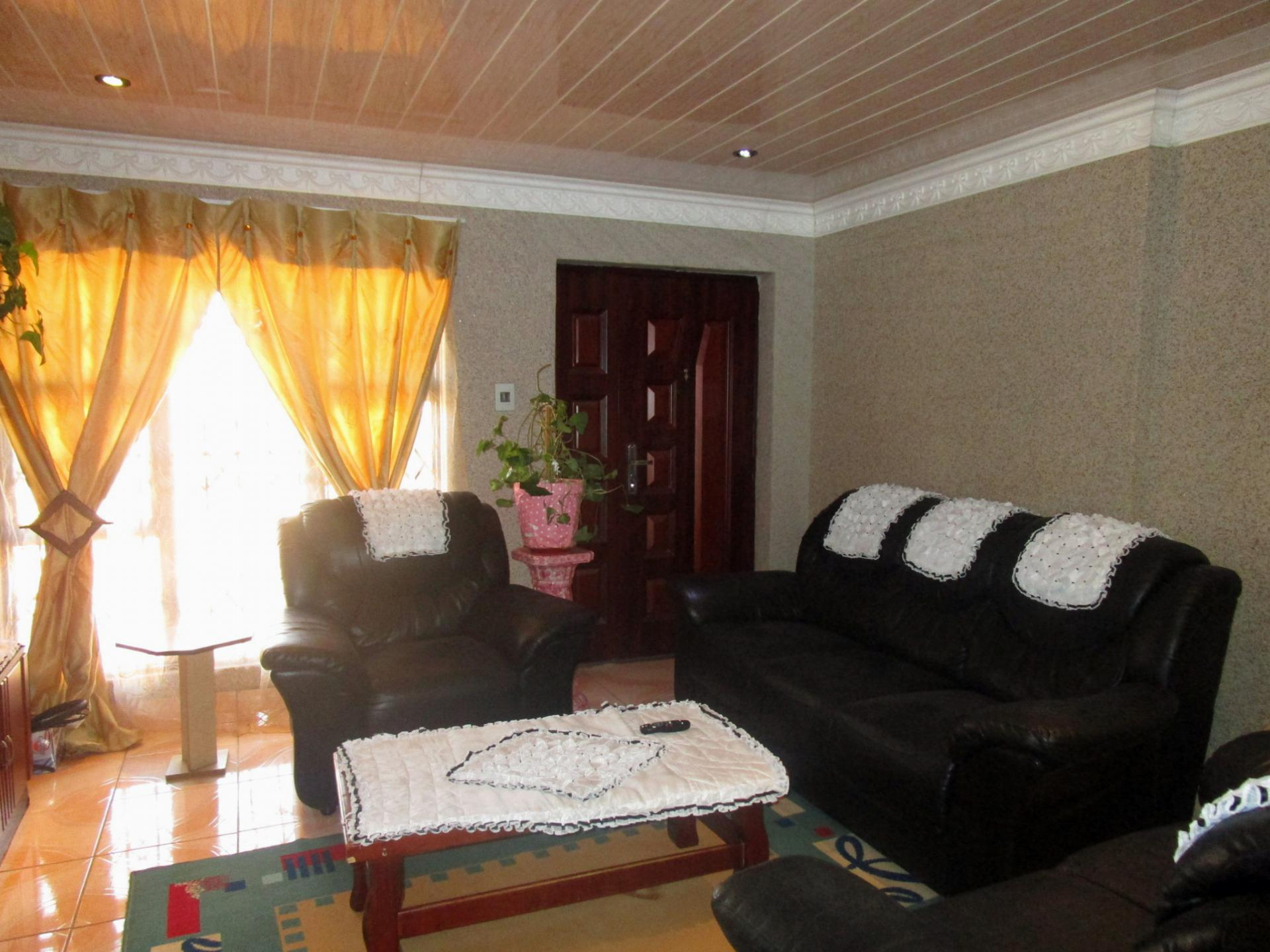 Lounges - 17 square meters of property in Simunye