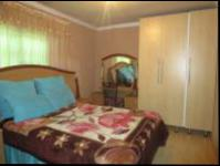 Bed Room 1 - 14 square meters of property in Simunye