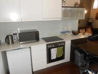 Kitchen - 12 square meters of property in Houghton Estate