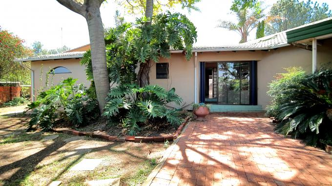 Standard Bank EasySell 3 Bedroom House for Sale For Sale in Die Hoewes - MR166327