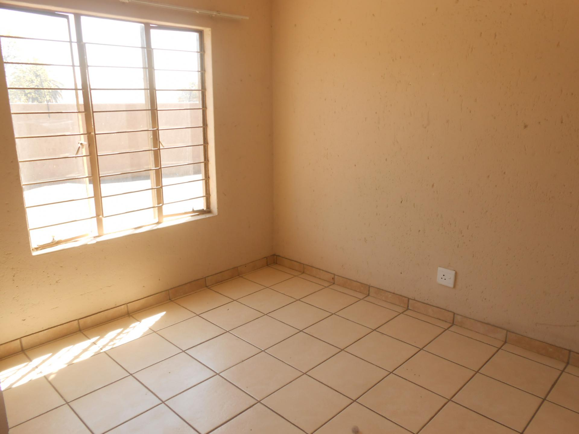 Room To Rent In Fairlands Johannesburg