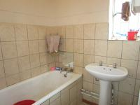 Bathroom 1 - 4 square meters of property in Vanderbijlpark