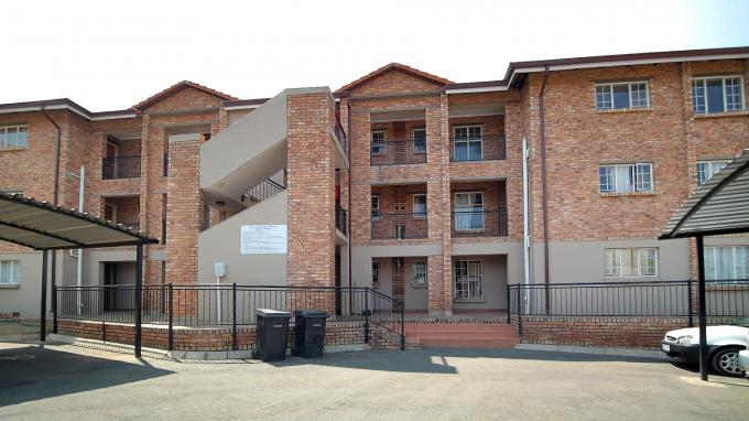 2 Bedroom Apartment for Sale For Sale in Heuweloord - Private Sale - MR166624