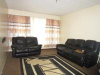 Lounges - 19 square meters of property in Benoni