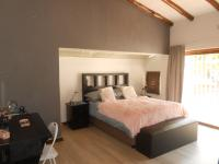 Main Bedroom - 32 square meters of property in Kloofendal