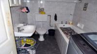 Main Bathroom - 5 square meters of property in New Germany