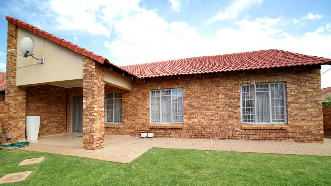 3 Bedroom Sectional Title for Sale For Sale in Theresapark - Private Sale - MR167453