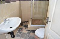 Bathroom 1 - 19 square meters of property in Shallcross