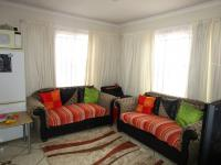 Lounges - 20 square meters of property in Mapleton