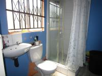 Main Bathroom - 6 square meters of property in Mapleton
