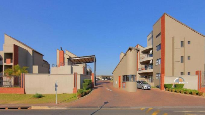 2 Bedroom Sectional Title for Sale For Sale in Fourways - Home Sell - MR167895