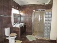 Bathroom 1 - 20 square meters of property in Estera