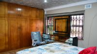 Main Bedroom - 19 square meters of property in Pinetown