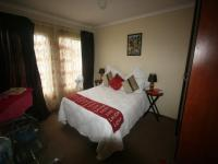 Main Bedroom - 14 square meters of property in Cosmo City