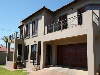 4 Bedroom House for Sale For Sale in Ashlea Gardens - Home Sell - MR17176