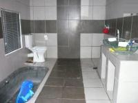 Main Bathroom - 7 square meters of property in Ninapark