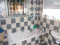 Bathroom 1 - 8 square meters of property in Parktown Estate