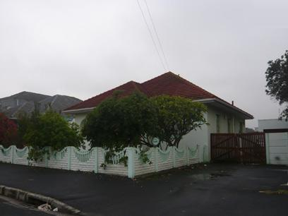 3 Bedroom House For Sale in Parow Central - Private Sale - MR17244