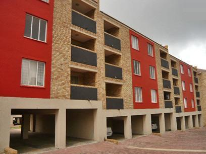 2 Bedroom Apartment For Sale in Roodepoort - Private Sale - MR17313