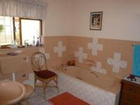 Main Bathroom - 9 square meters of property in Oak Glen