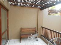 Balcony - 25 square meters of property in Sunninghill