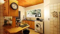 Kitchen - 16 square meters of property in Faerie Glen
