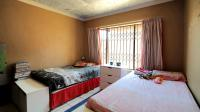 Bed Room 1 - 13 square meters of property in The Orchards