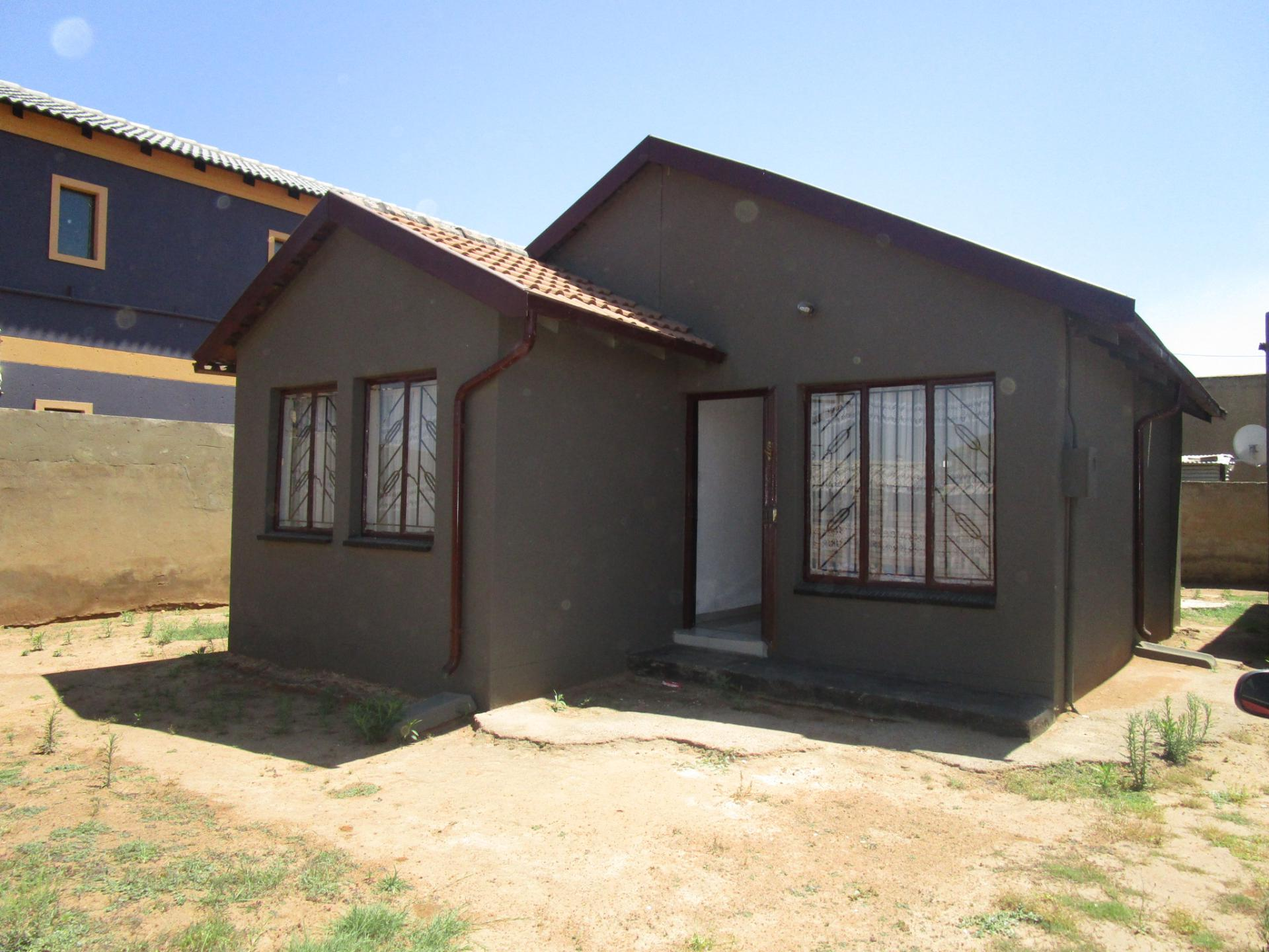 Front View of property in Naledi