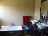 Bathroom 1 - 11 square meters of property in Meyersdal