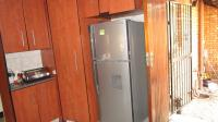Kitchen - 25 square meters of property in Sunward park