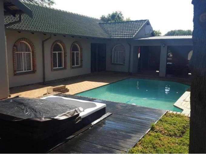 3 Bedroom House for Sale For Sale in Rooihuiskraal - MR179236