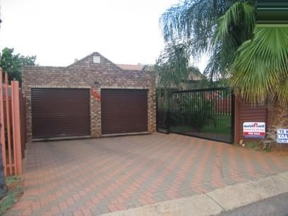2 Bedroom House For Sale in Doornpoort - Private Sale - MR18084