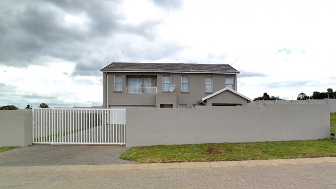 Standard Bank EasySell 3 Bedroom Cluster for Sale For Sale in Blue Hills - MR181103