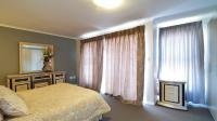 Main Bedroom - 26 square meters of property in Blue Hills