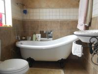Main Bathroom - 9 square meters of property in Comet