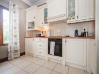 Kitchen - 36 square meters of property in Assagay