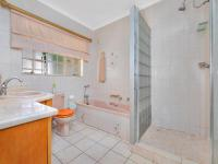 Main Bathroom - 7 square meters of property in Kloofendal