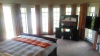 Main Bedroom - 23 square meters of property in Kloofendal