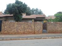 Front View of property in Bezuidenhout Valley