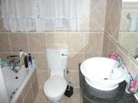 Main Bathroom - 5 square meters of property in Amberfield