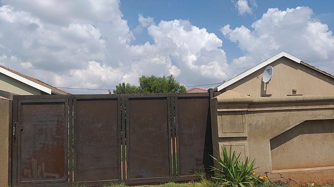 Standard Bank EasySell 2 Bedroom House for Sale in Vredebos - MR182673